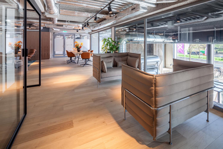 闵行房地产开发商办公室设计